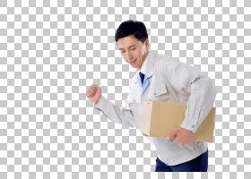 夹着纸箱的男人