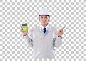 手拿计算器的男性