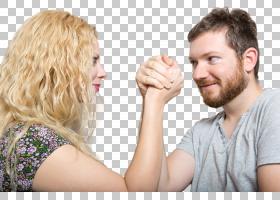 扳手腕的外国夫妻情侣