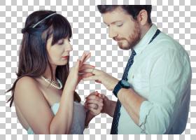 交换戒指的外国新婚夫妻