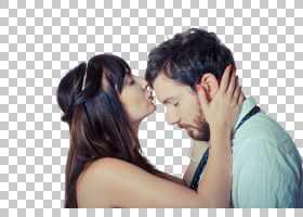 亲吻额头的外国新婚夫妻