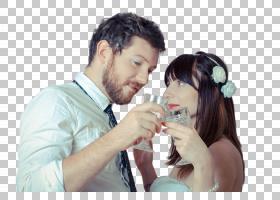 和交杯酒的外国新婚夫妻