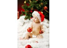 圣诞树与新生儿