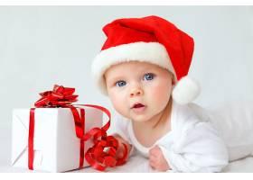 戴红色圣诞帽的婴儿宝宝