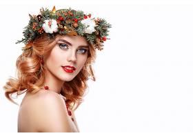 戴植物果子花卉头饰的金发气质欧美女性