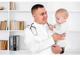 婴儿宝宝体检