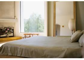 朝阳的卧室房间