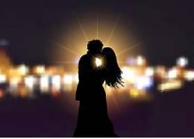 一对恩爱的夫妇在波克灯的背景下的剪影_302136401