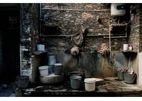 洗衣区的水桶_354009801