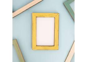 墙上的黄色现代相框_391306001