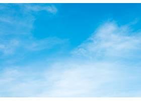 早晨天空中的阳光云彩背景蓝色白色的粉_128499501