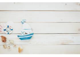用于海滩旅行的顶视图配件木质背景上有贝_127620001