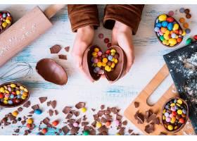 用手打开巧克力蛋_162027701