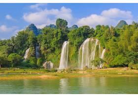 树木度假户外美丽的绿色_125145101