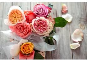 一束新鲜的玫瑰花_1192486301