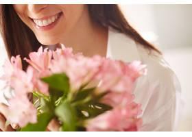 一束新鲜花束的特写镜头_86392001