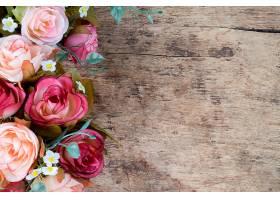 乡村木质背景上的玫瑰花复制空间_123622701
