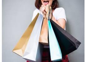 年轻快乐的夏日购物亚洲女子在复印空间拿着_351738701