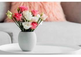 花瓶中的一束玫瑰花有复印空间_1206773901