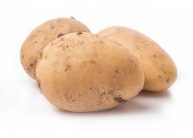 白色背景上分离的新土豆近距离观察_112335301