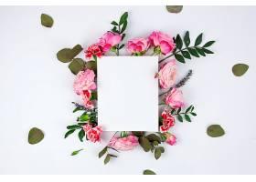 白色背景上印有美丽花朵的白色白纸_391179101