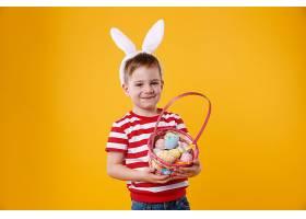 戴着兔耳朵的快乐满足的小孩子的肖像_807383501