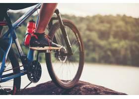 骑自行车的人_373775701
