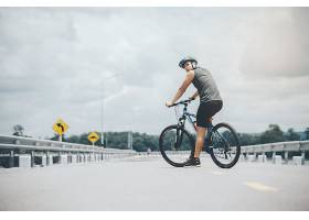 骑自行车的人_397278101