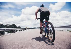 骑自行车的人_397278401