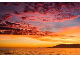 美丽的海上日落美景_362450301