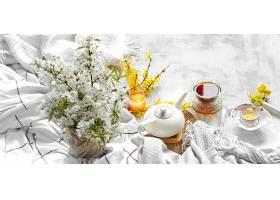 春天一杯茶一朵花静静地活着_949529401