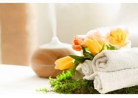 春天温泉水疗中心散发着现代毛巾扩散器的芳_1117450401