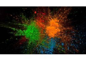 黑色背景上喷出绿色蓝色和橙色_391833701