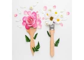俯瞰玫瑰花和画笔_1247932801