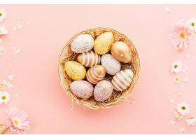 复活节平坦的彩蛋上面有粉红色的花_450633401