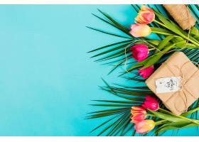 带有异国情调鲜花的母亲节礼盒_406808601