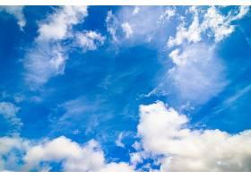 带着白云的明亮蓝天_1189090901