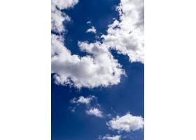 垂直拍摄美丽的蓝天大片白云令人叹为观止_805465301
