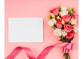 带空卡的俯瞰美丽玫瑰花束_1206780101