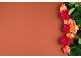 玫瑰花镶嵌在一边_241965301
