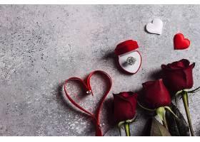 情人节和我结婚订婚戒指装在装有红玫瑰的_502950201