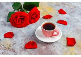 情人节早餐有咖啡杯和玫瑰花_1248394801