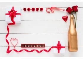 我爱你在礼物鲜花和瓶子旁边的巧克力上_352417001