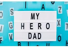 我的英雄爸爸头衔在平板电脑上靠近字母_391201601