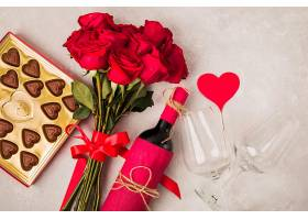 美味的巧克力酒和一束玫瑰花_627467201
