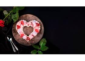 带复印空间的情人节心形蛋糕_635540301