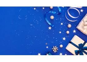 带有复印空间的节日包装礼品的构图_1130353001