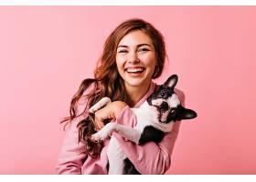 很棒的欧洲女模特带着小狗玩得不寒而栗温_1193474301