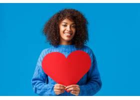浪漫性感的非洲裔可爱女人留着非洲发型_1260139501