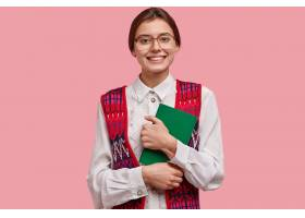 满意的女老师穿着优雅整洁的衣服戴着大眼_1157607201